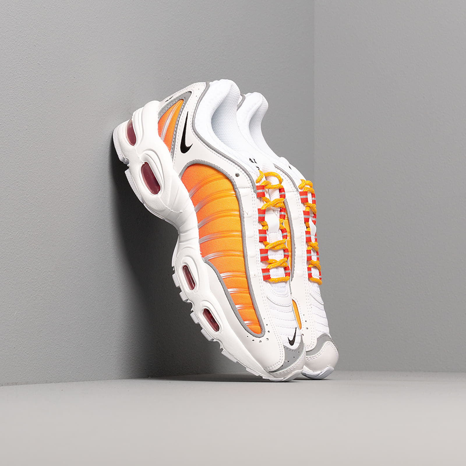 Dámské tenisky a boty Nike W Air Max Tailwind IV NRG White/ Black-University Gold-Habanero Red