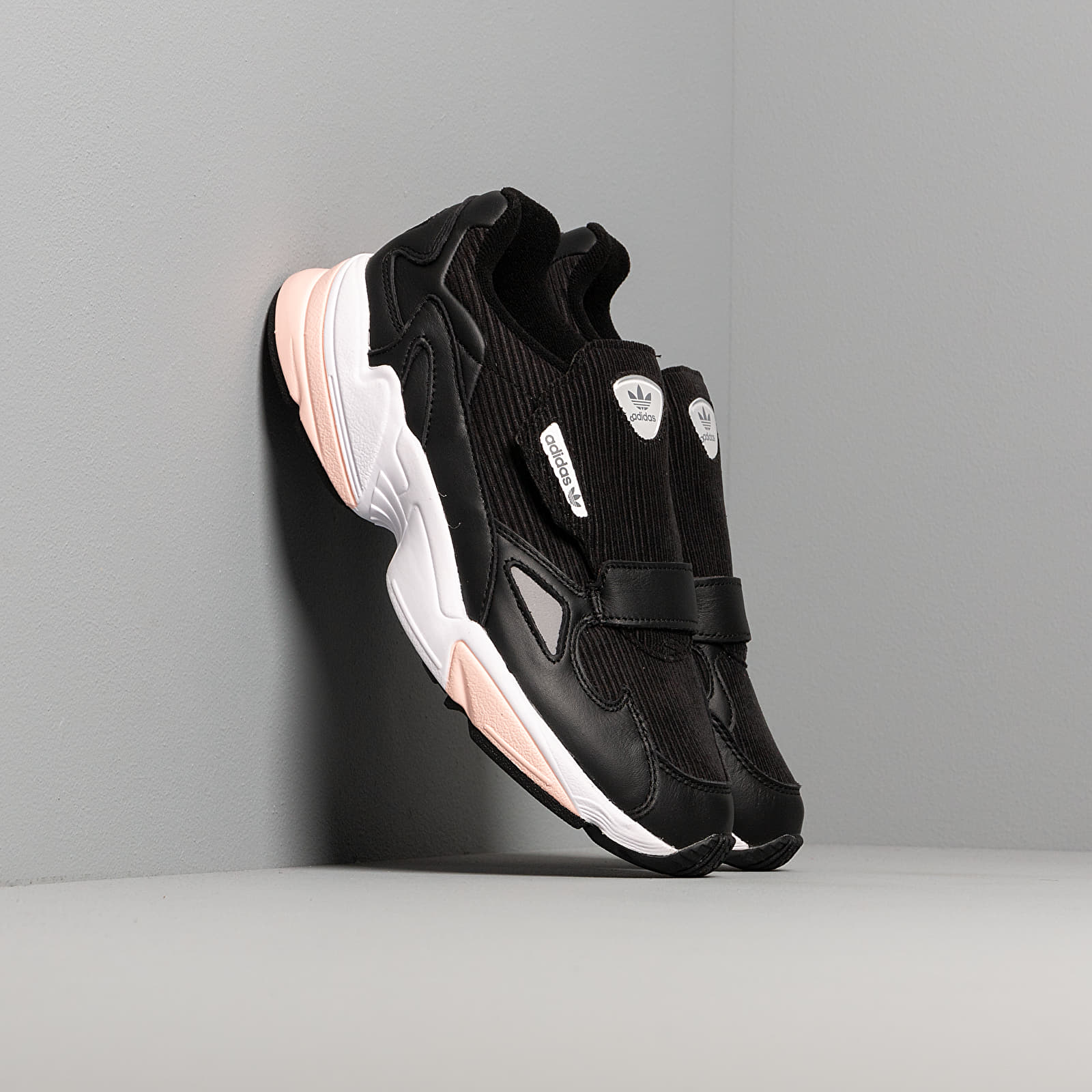 Încălțăminte și sneakerși pentru femei adidas Falcon RX W Core Black/ Glow Pink/ Grey Three