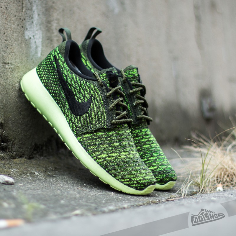 hot sale online 0c736 833f1 Nike Wmns Roshe One Flyknit Rough Green Black