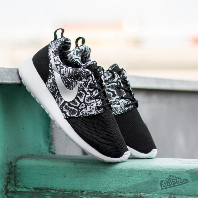 the latest d5ba4 dd931 Wmns Nike Roshe One