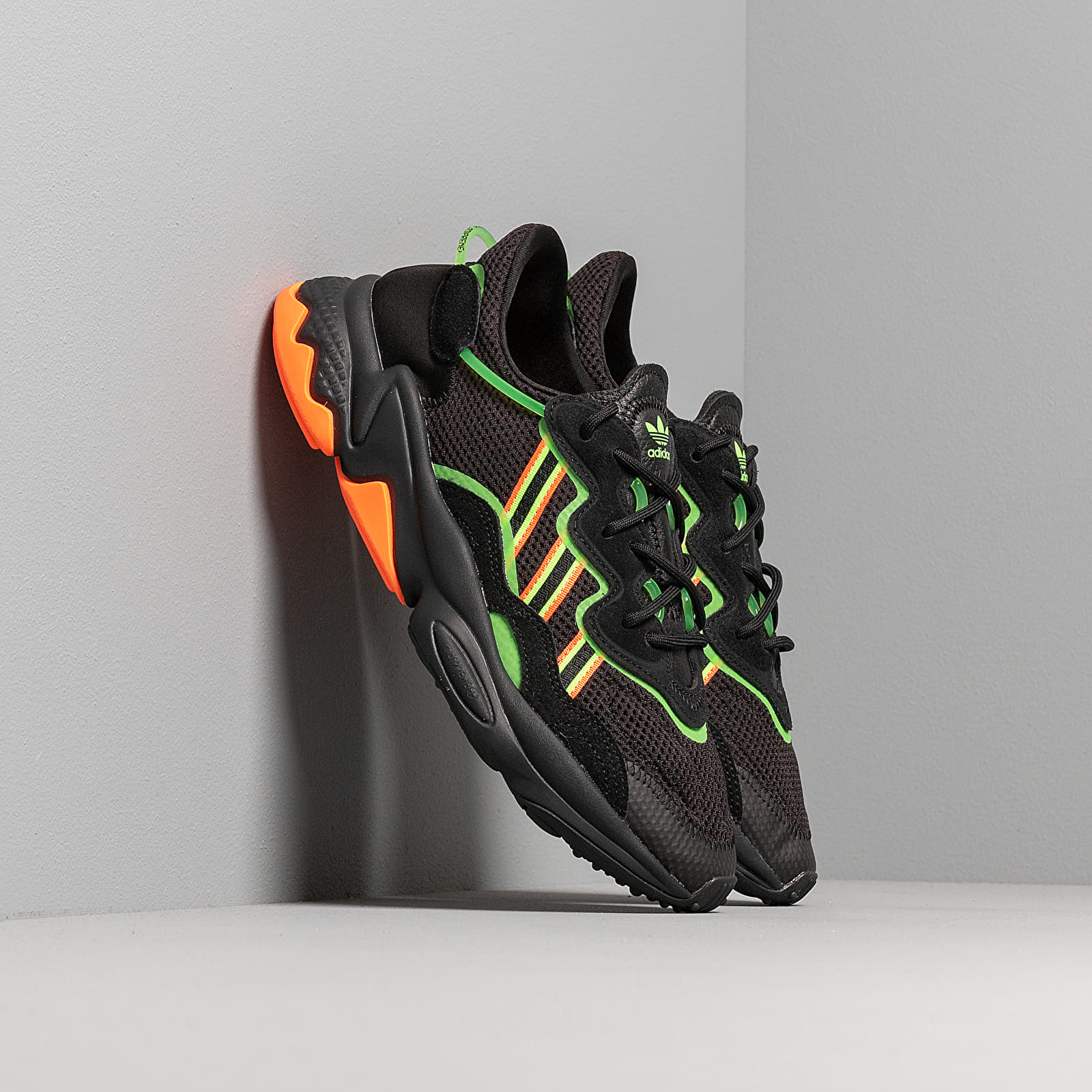 Scarpe e sneaker da uomo adidas Ozweego Core Black/ Semi Green/ Hi-Res Collegaite