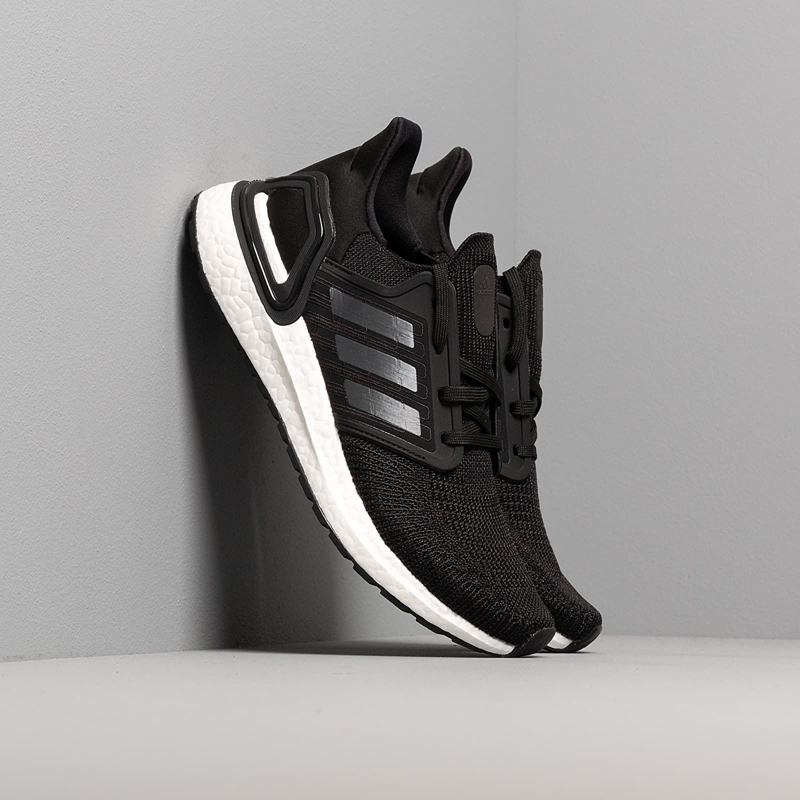 Женская обувь adidas UltraBOOST 20 W Core Black/ Night Metalic/ Ftw White