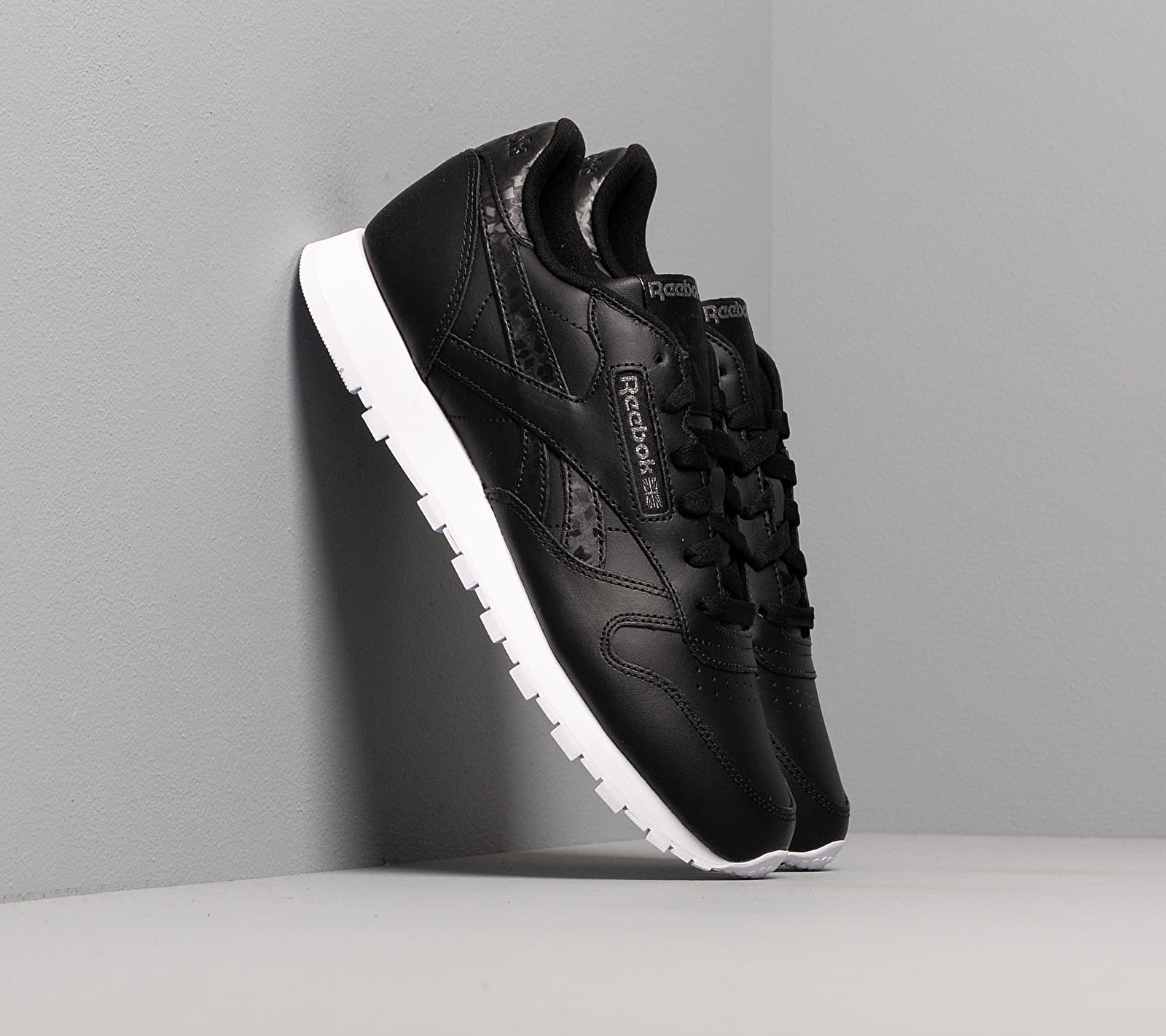 Reebok Classic Leather Black/ Black/ White EUR 40.5