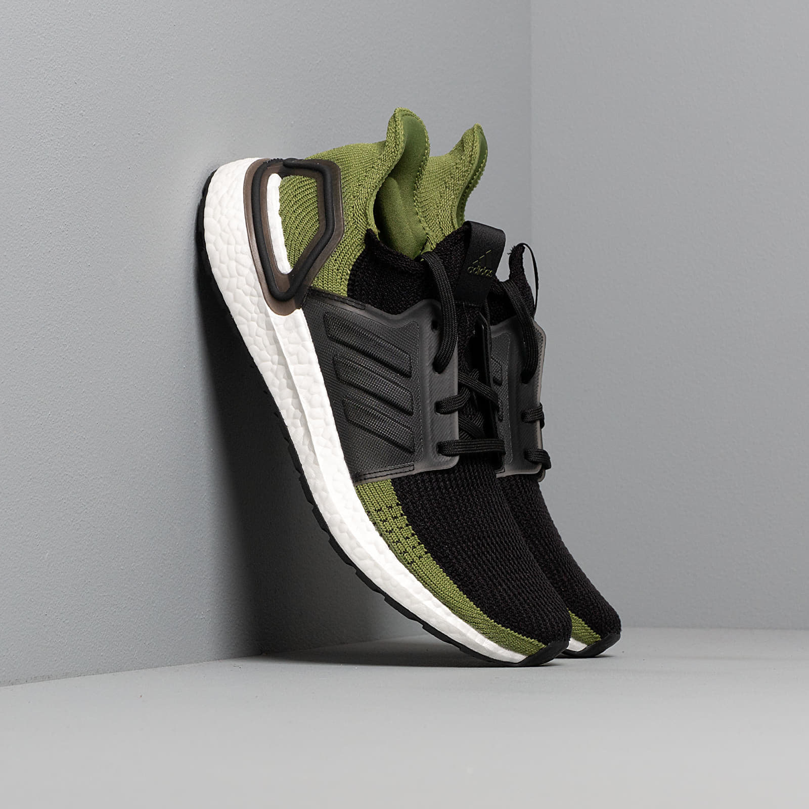 Men's shoes adidas UltraBOOST 19 m Core Black/ Core Black/ Tech Olive