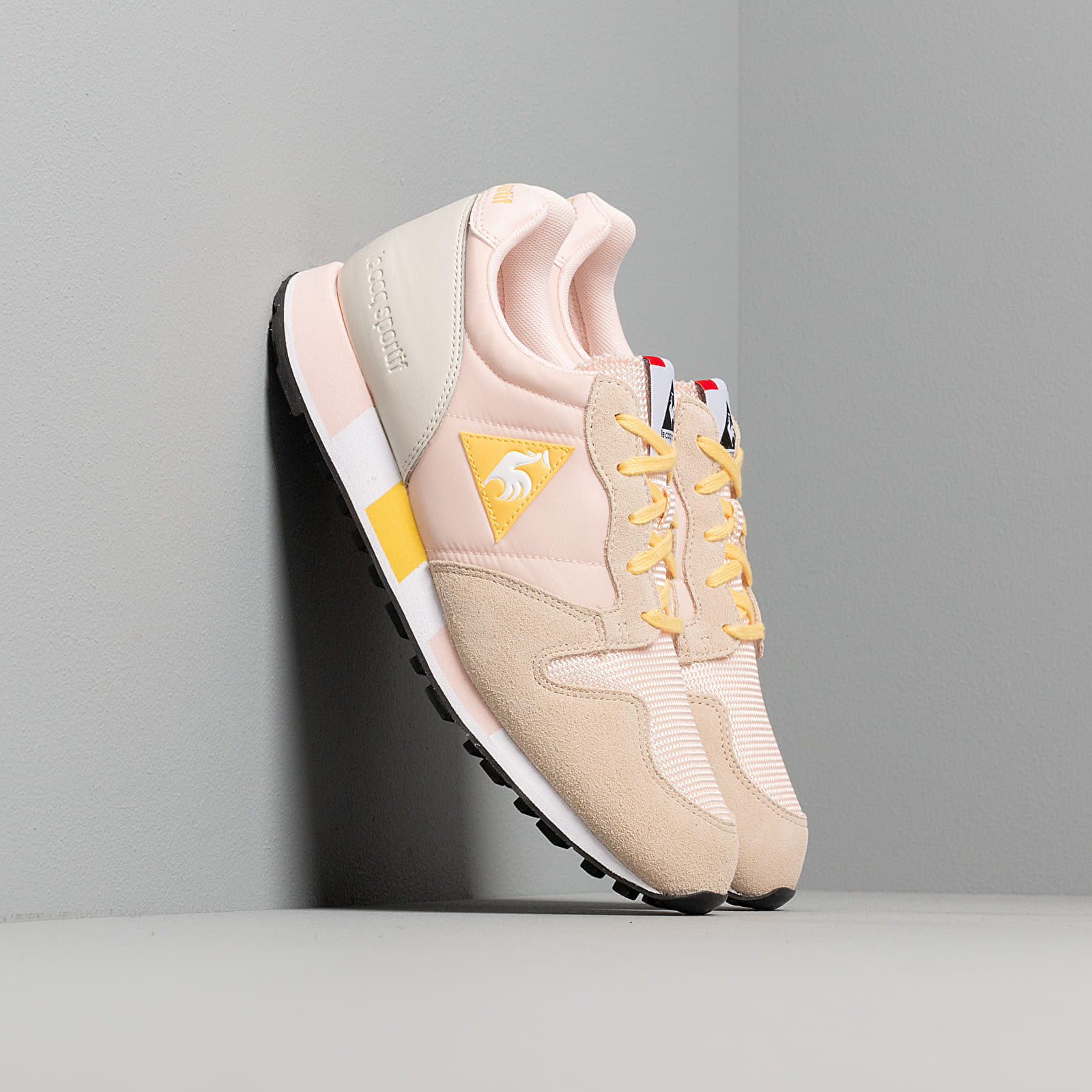 Women's shoes le coq sportif Omega W Cloud Pink/ Aspen Gold