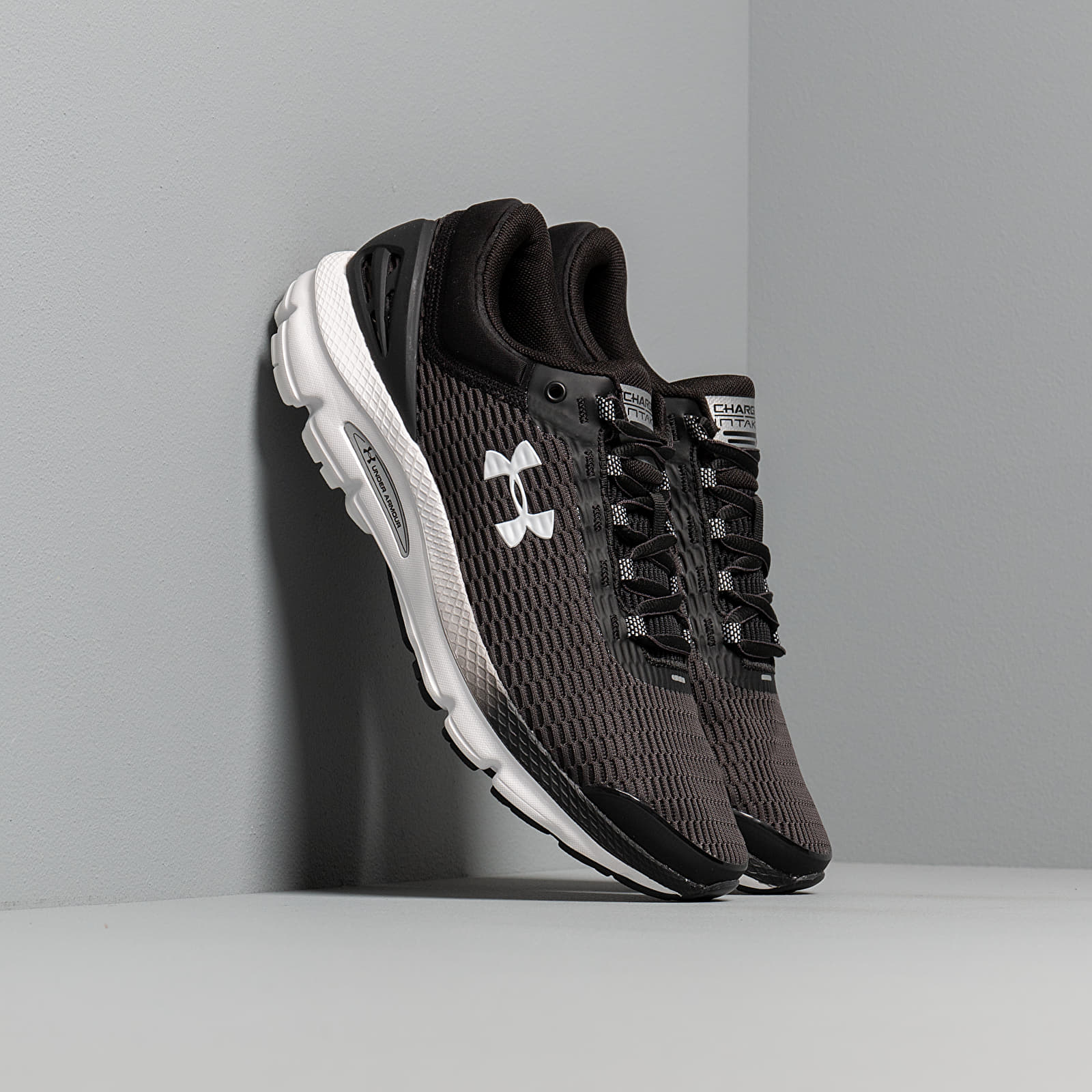 Männer Under Armour Charged Intake 3 Black/ White/ White