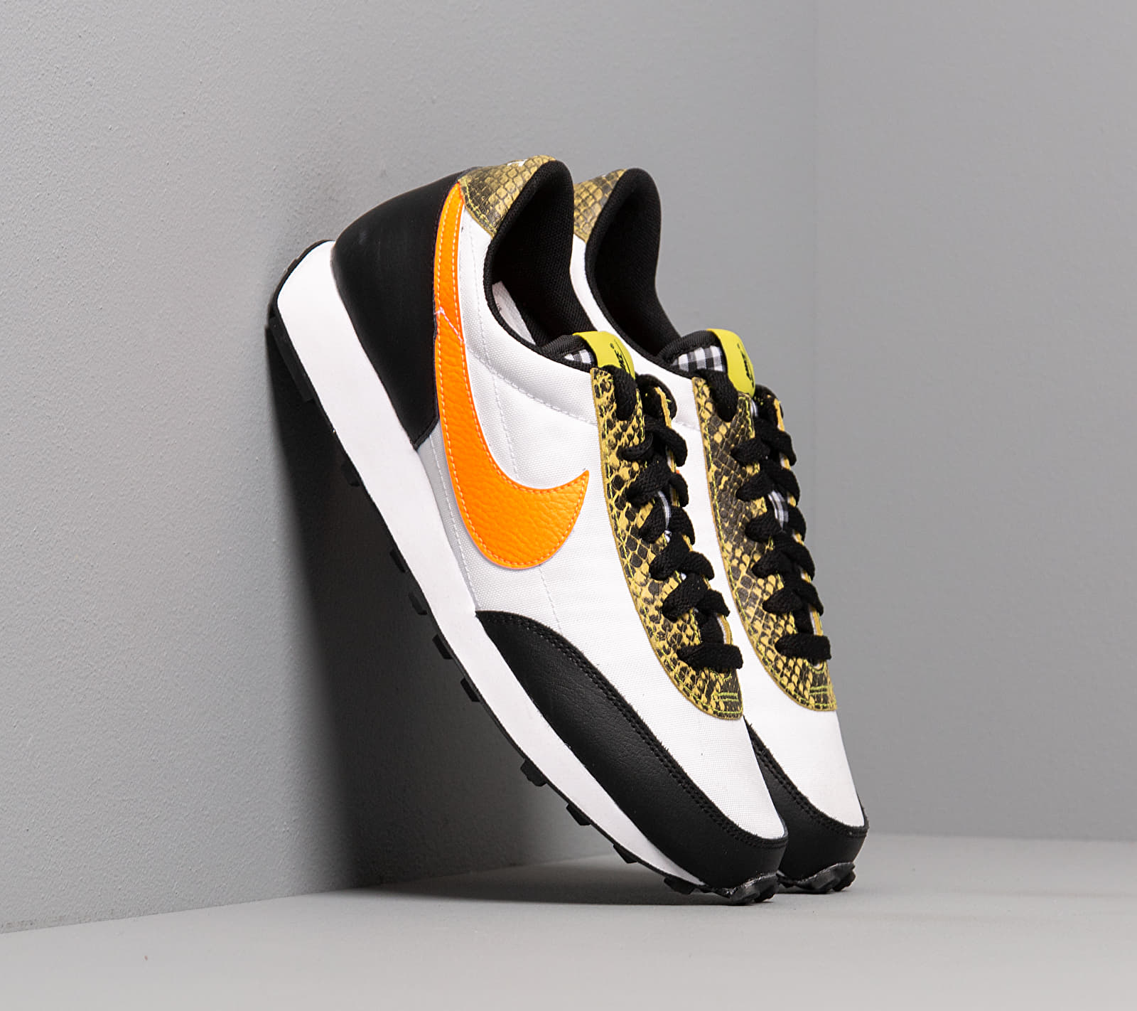 Nike W Daybreak QS Black/ Total Orange-Dynamic Yellow-White EUR 40.5