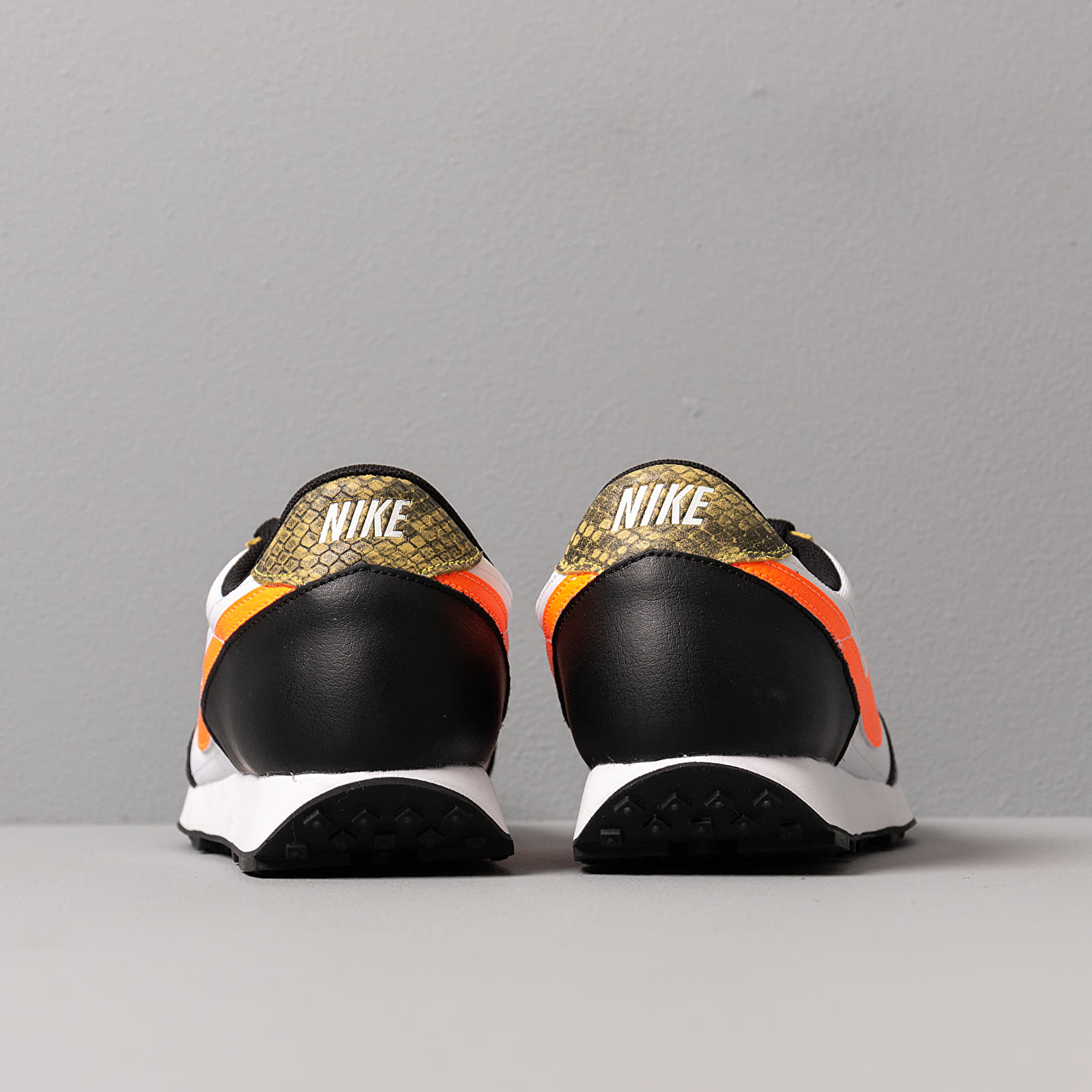 Nike W Daybreak QS Black Total Orange Dynamic Yellow White | Footshop