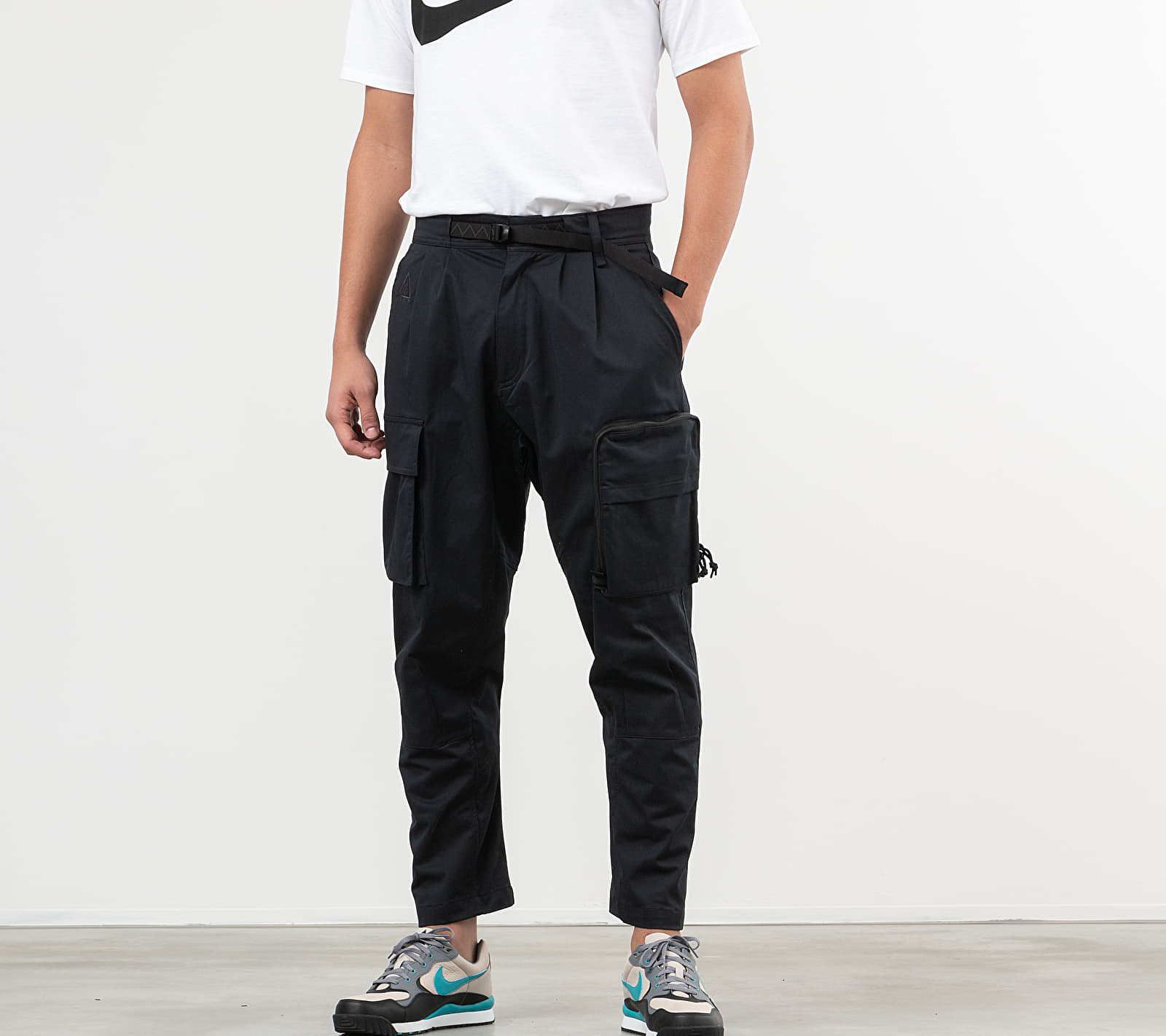 Nike ACG Men's Woven Cargo Trousers Black