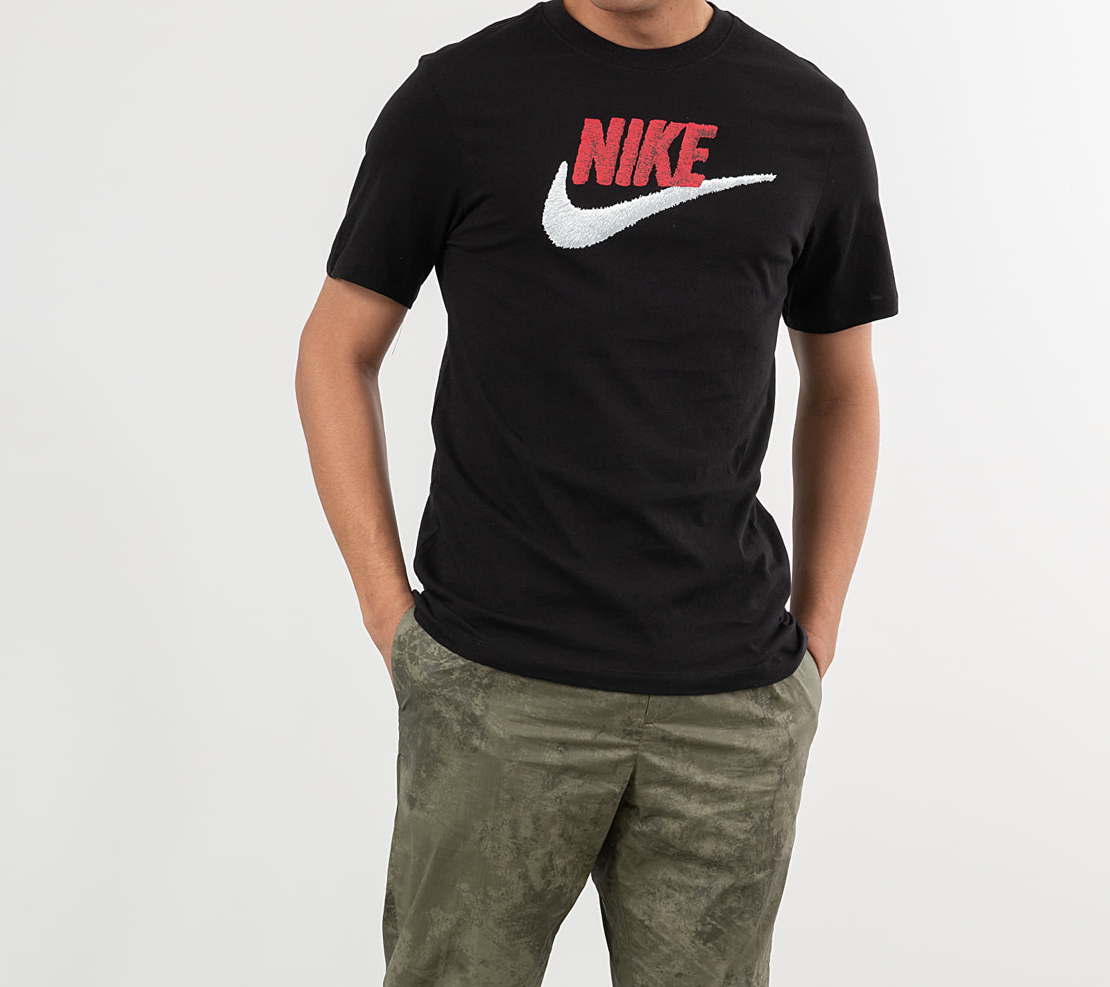 Nike Sportswear Tee Black/ University Red/ White S-T