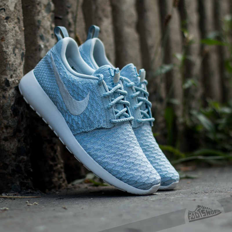 check out 012f3 25588 Nike WMNS Rosherun Flyknit Light Armory Blue Pure Platinum-White