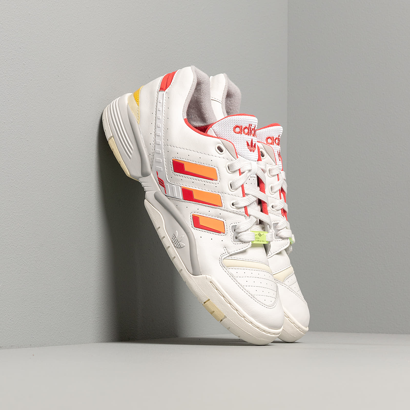 Chaussures et baskets homme adidas Torsion Comp Crystal White/ Signature Coral/ Glow Red