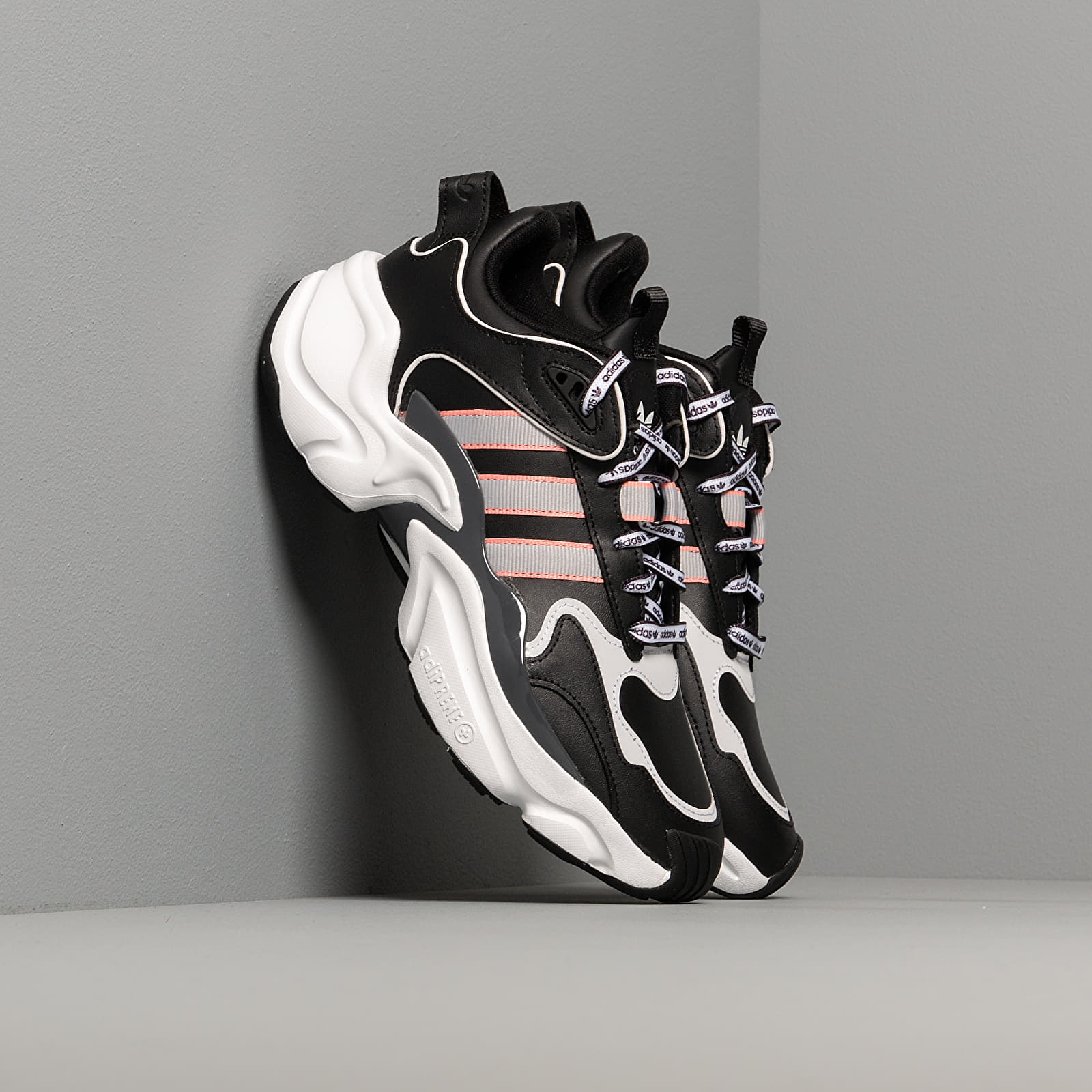 Women's shoes adidas Magmur Runner W Core Black/ Grey Two/ Glow Pink