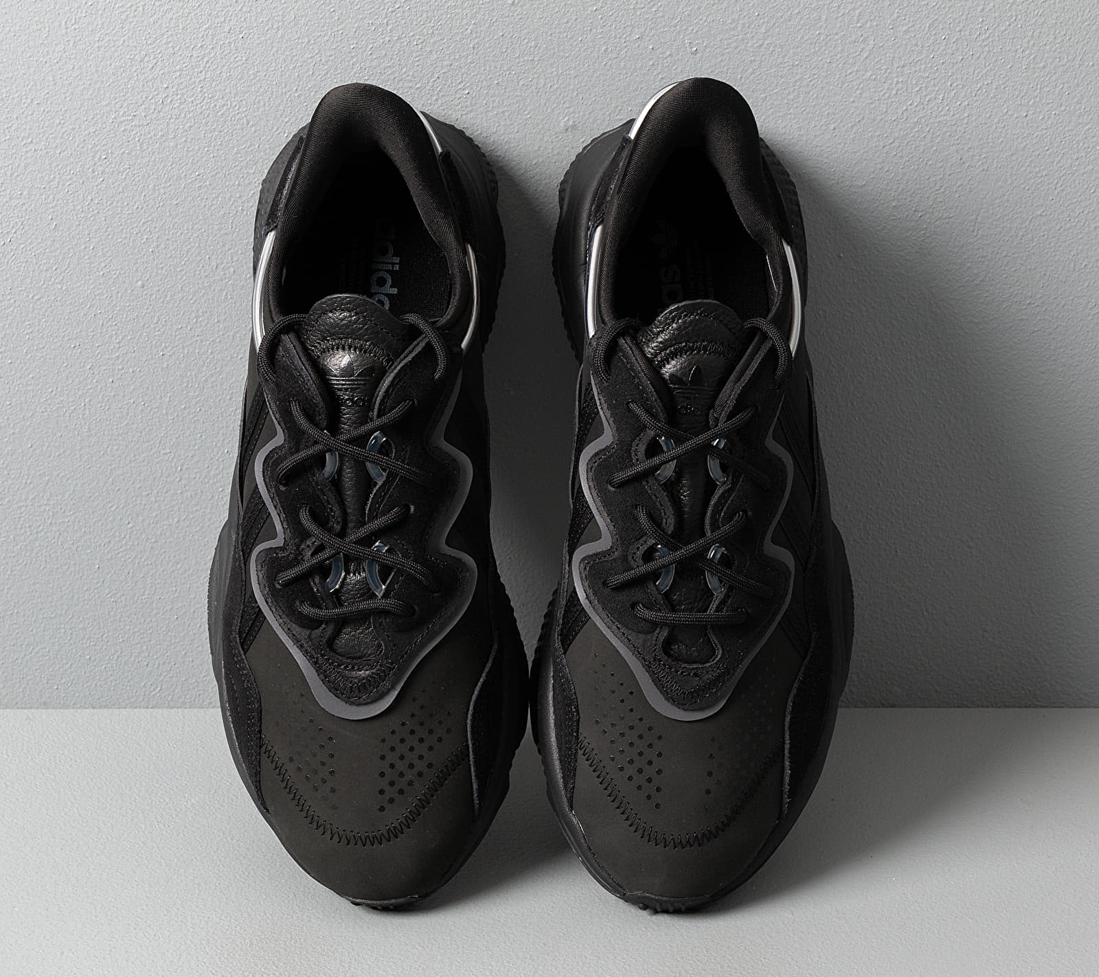 adidas Ozweego Core Black/ Core Black/ Night Metalic
