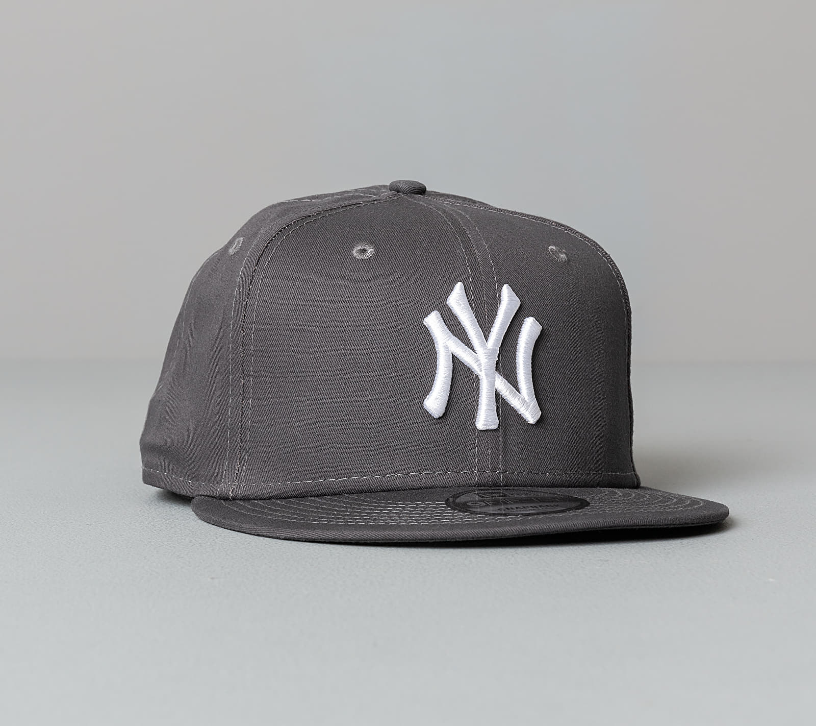 New Era 9Fifty MLB Essential New York Yankees Cap Grey S-M