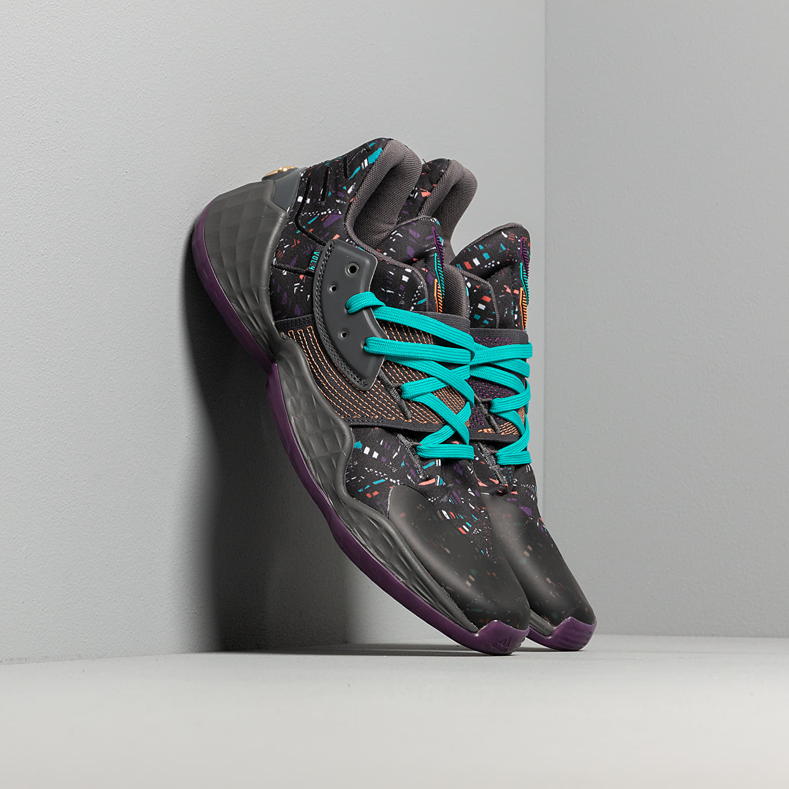Pánské tenisky a boty adidas Harden Vol. 4 Core Black/ Amber Tint/ Grey Six