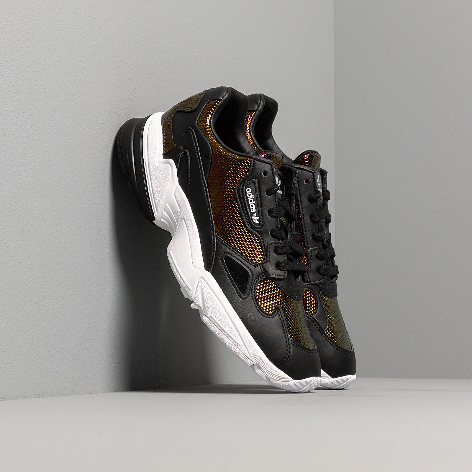 Női cipők adidas Falcon W Core Black/ Ftw White/ Mystery Ruby