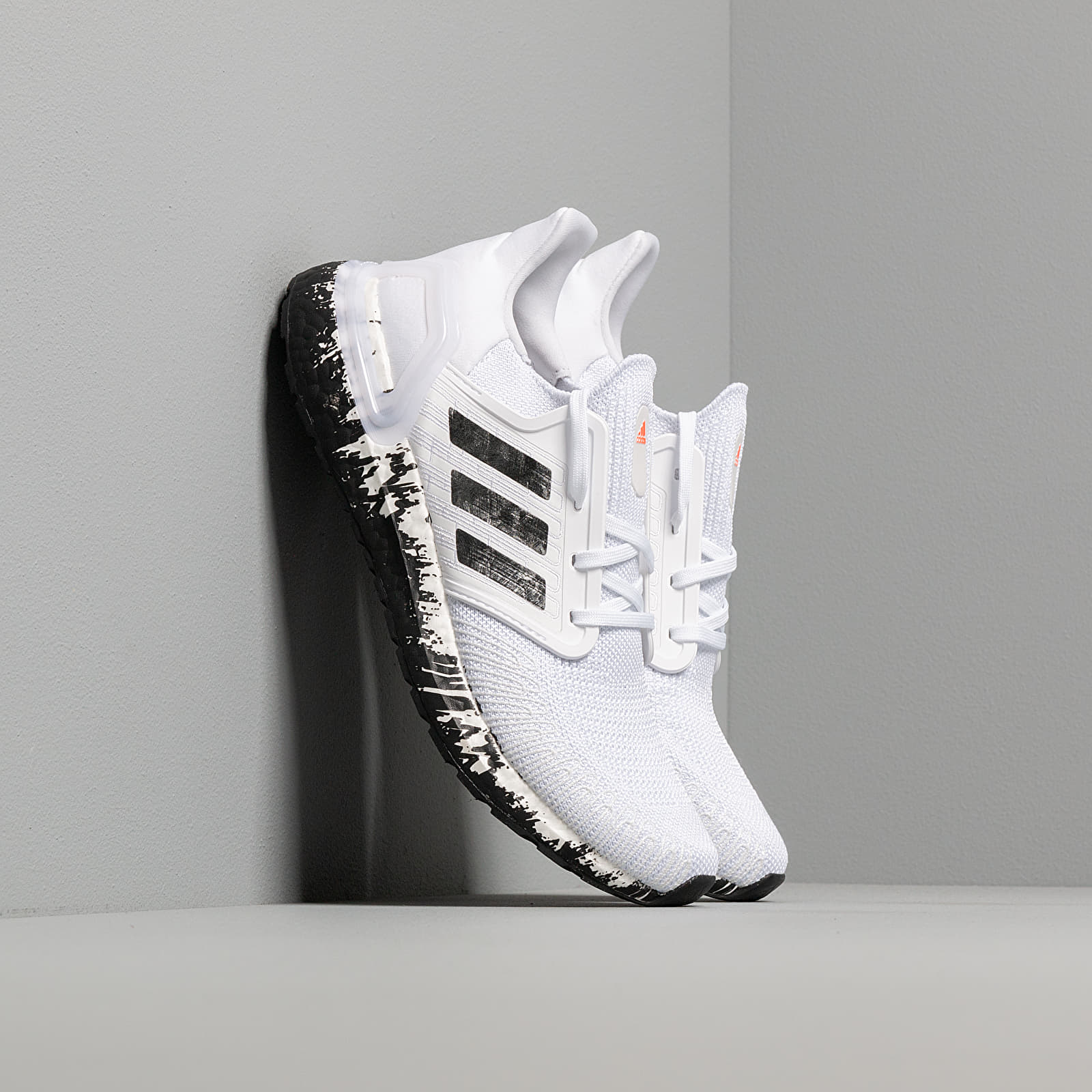 Chaussures et baskets femme adidas UltraBOOST 20 W Ftw White/ Core Black/ Signature Coral