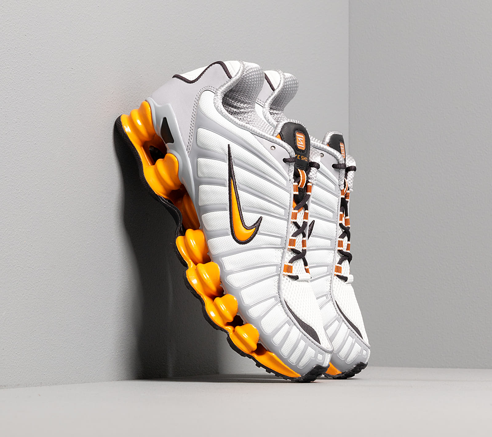 Nike Shox Tl Off White/ Orange Peel-Wolf Grey-Oil Grey EUR 44