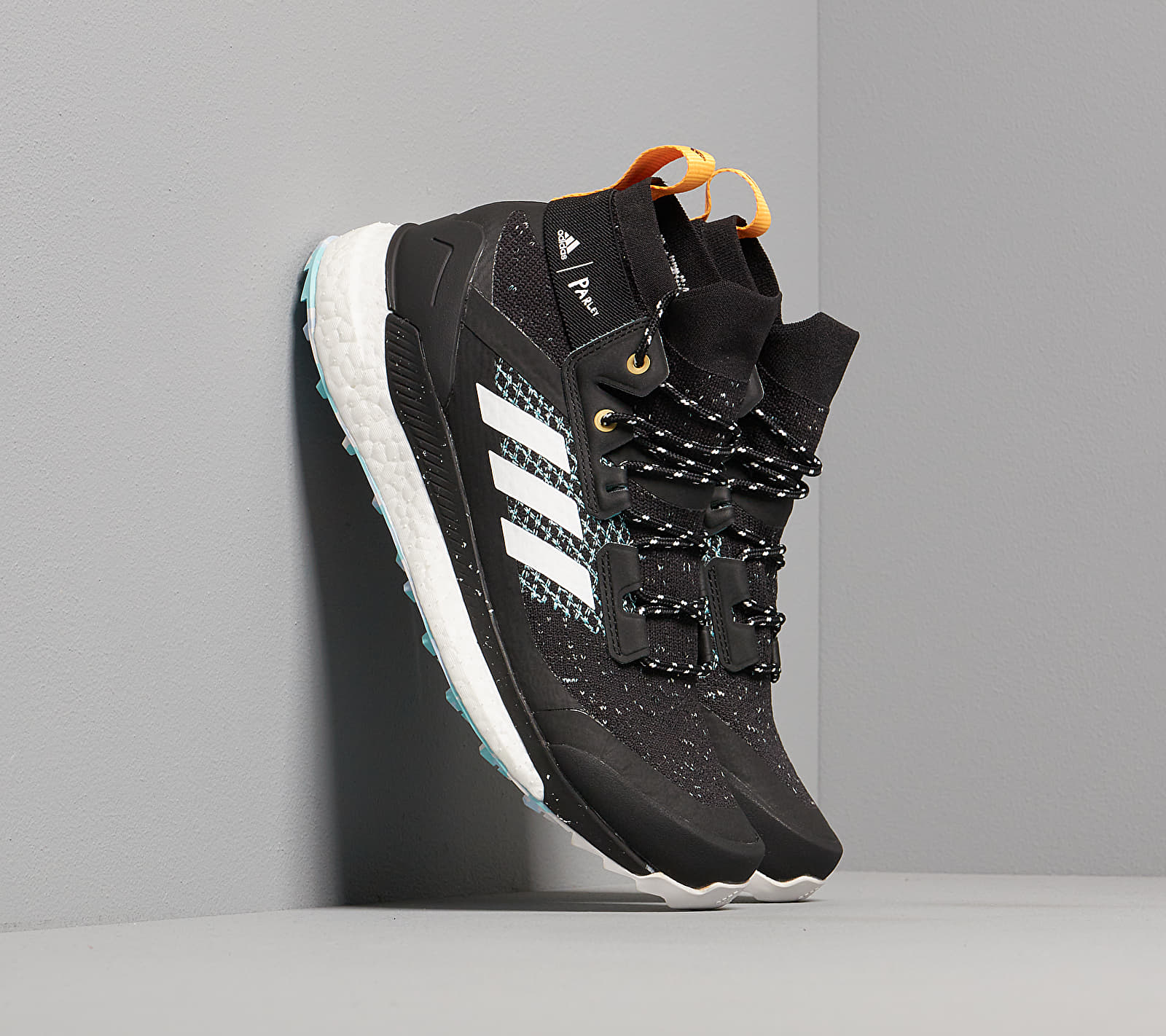 adidas x Parley Terrex Free Hiker W Core Black/ Ftw White/ Real Gold EUR 36