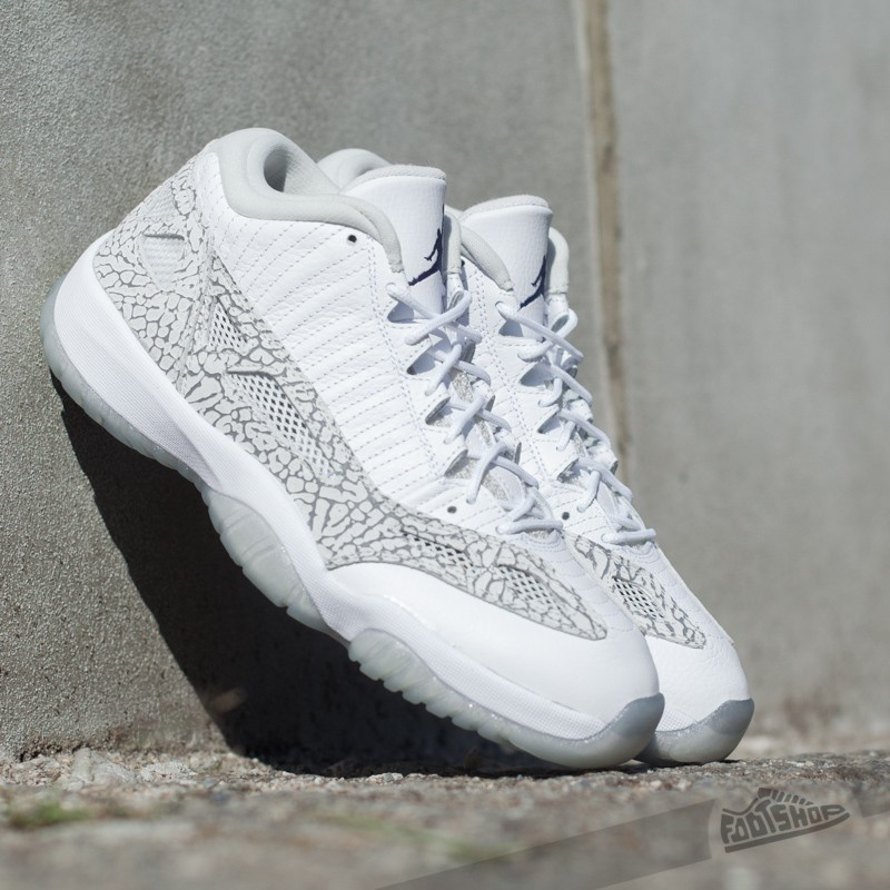 Men's shoes Air Jordan 11 Retro Low IE
