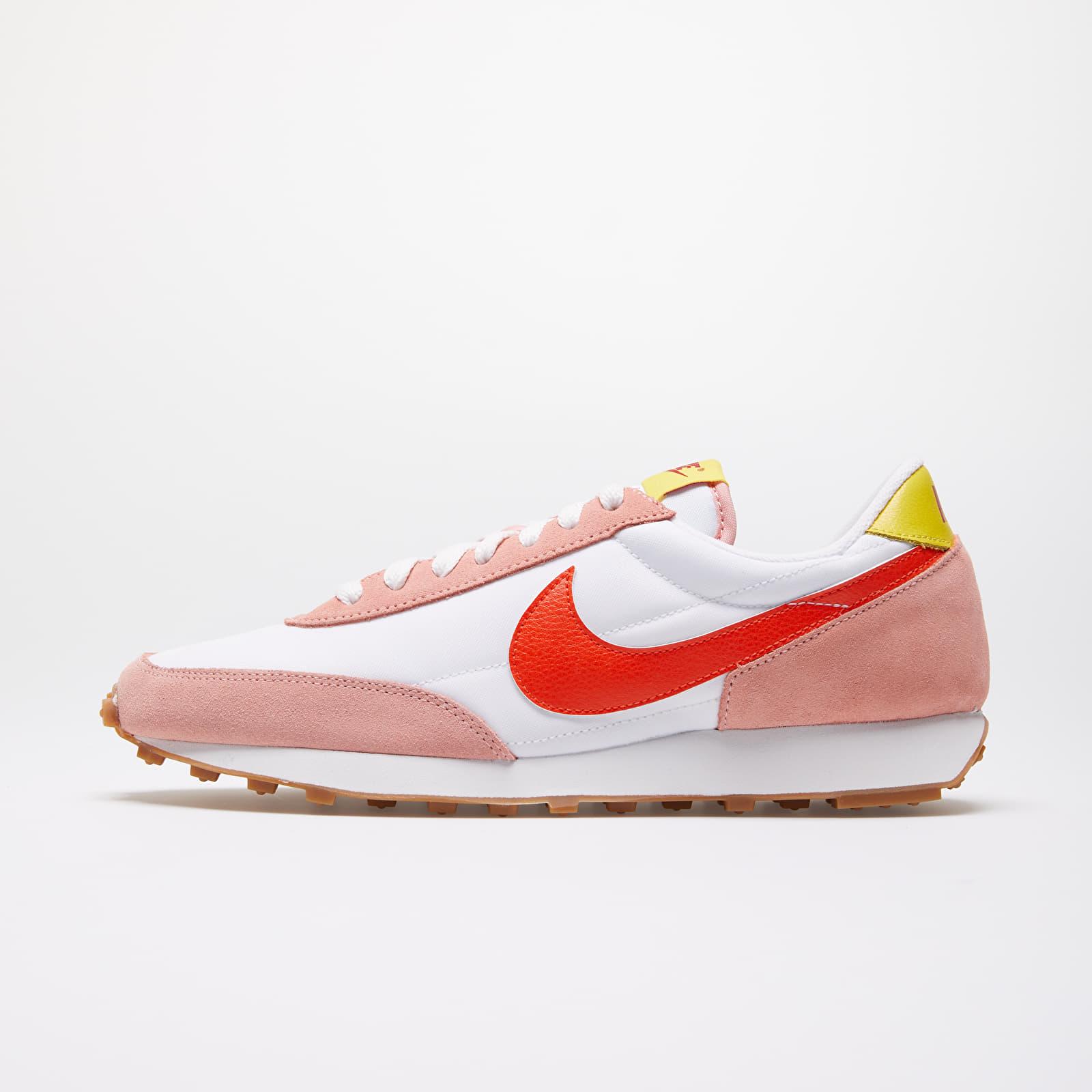 Dámské tenisky a boty Nike W Daybreak Coral Stardust/ Team Orange-Summit White