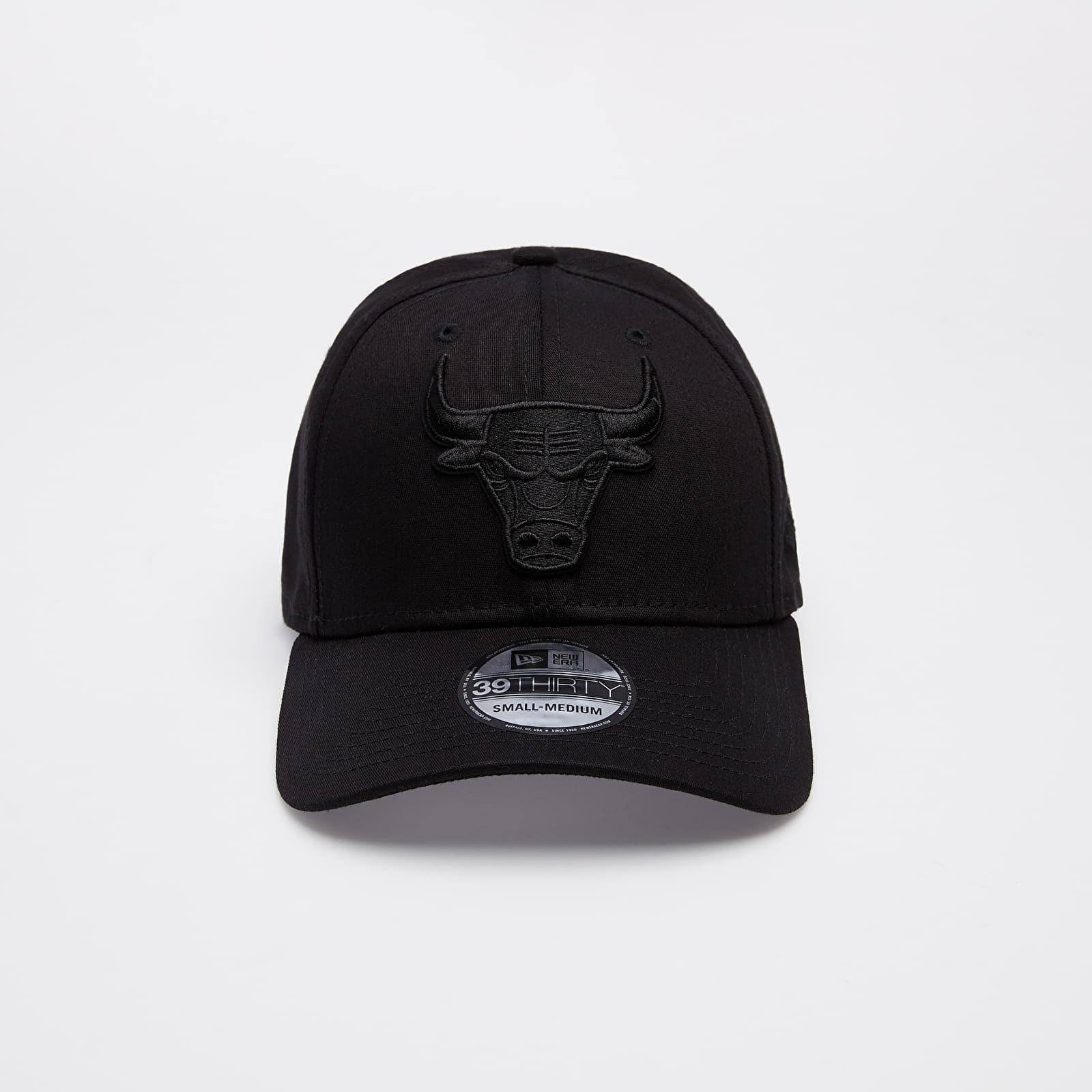New Era 39Thirty NBA Black on Black Chicago Bulls Cap