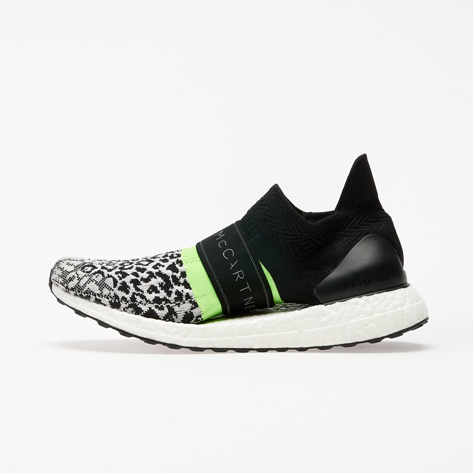 Frauen adidas x Stella McCartney UltraBOOST X 3.D. S. Black-White/ Core White/ Solar Green