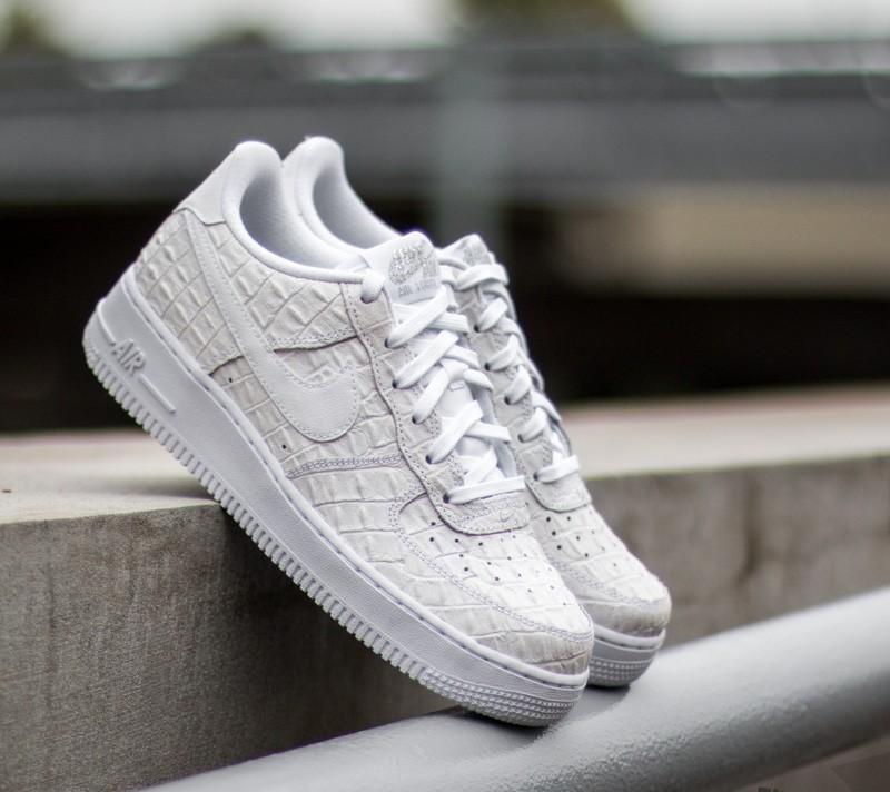 f0fa3212716 Nike Air Force 1 ´07 LV8 White  White