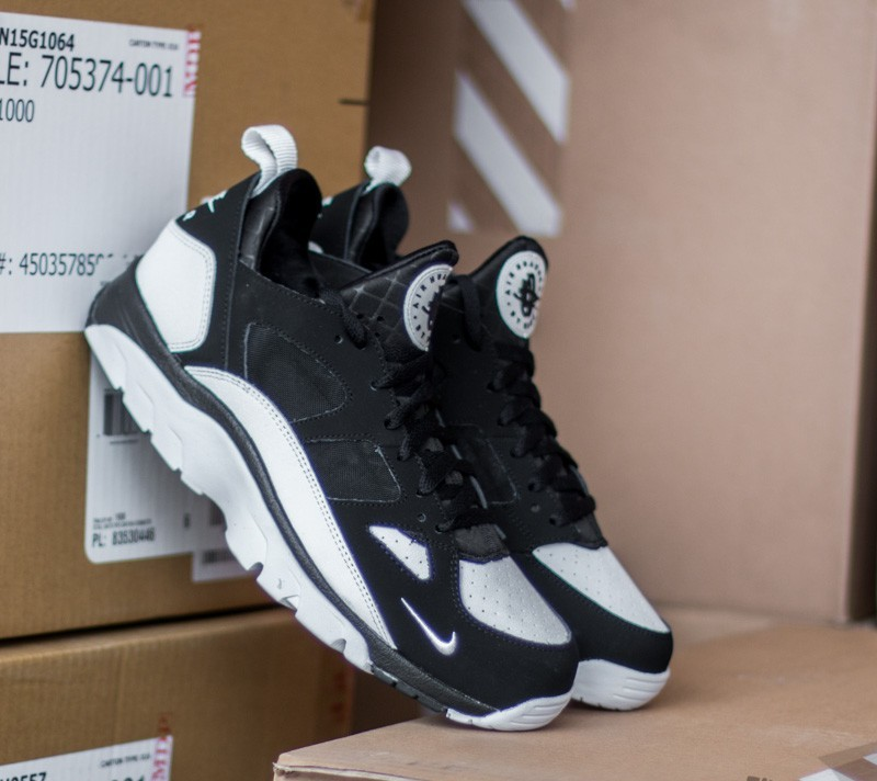 official photos 0876a 9819e Nike Air Trainer Huarache Low BlackWhite-Black