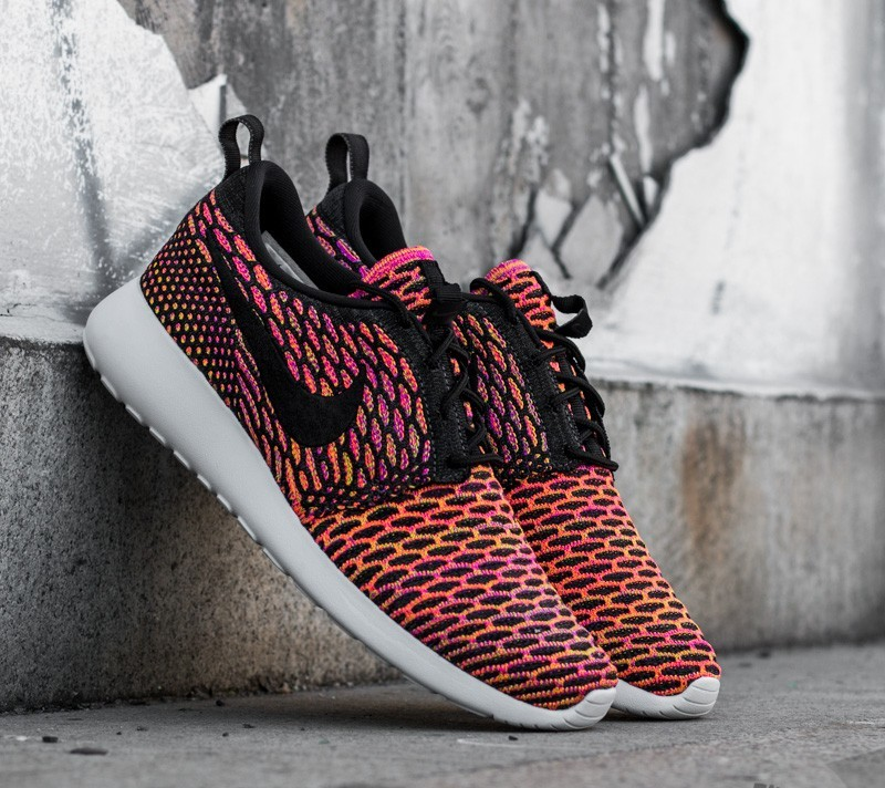 purchase cheap f395e 3df1e Nike Wmns Roshe One Flyknit Anthracite  Black- Vivid Purple - Hyper Orange