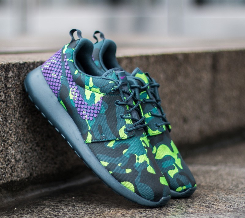 386965c2de85 Wmns Nike Roshe One Premium Plus Mid Teal  Vivid Purple-Teal-Radiant Emerald