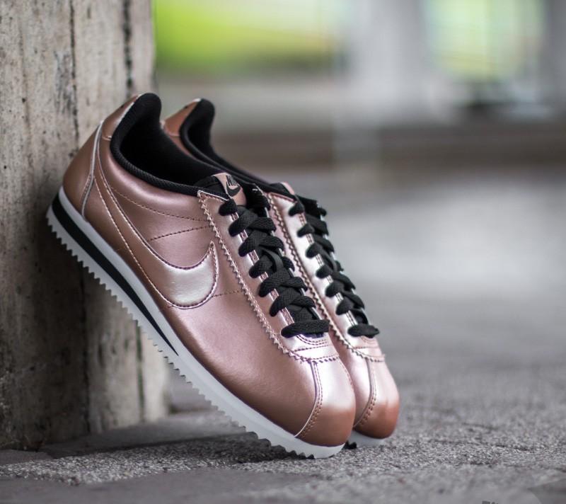 super popular 73f54 c19e0 Nike Wmns Classic Cortez Leather Metallic. Red Bronze  Metallic Red Bronze-  Black