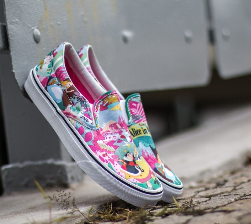 db71fede23 Vans Classic Slip-On DISNEY Wonderland  Pink