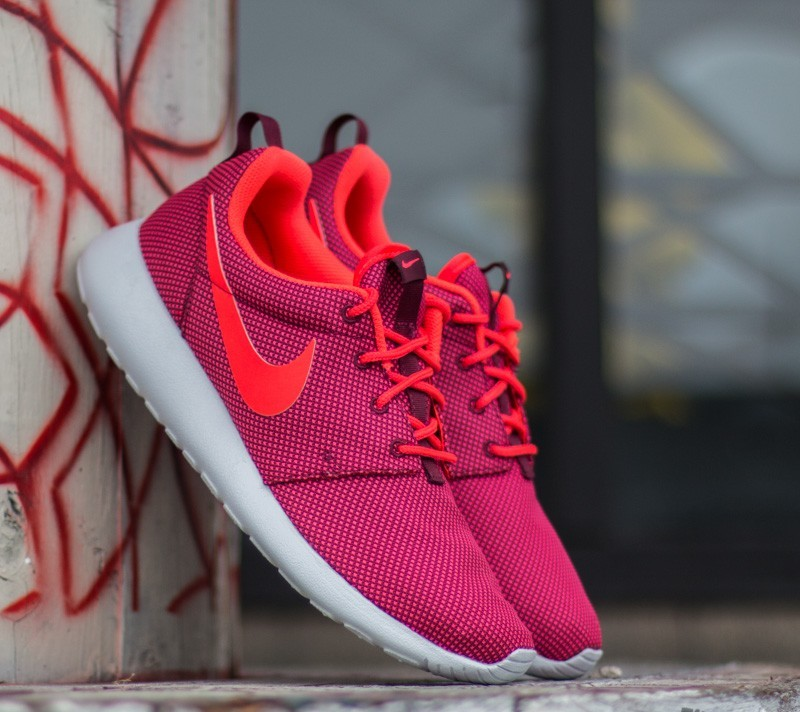d9e9f36bf0eb Nike Wmns Roshe One Deep Garnet  Bright Crimson- Pure Platinum ...