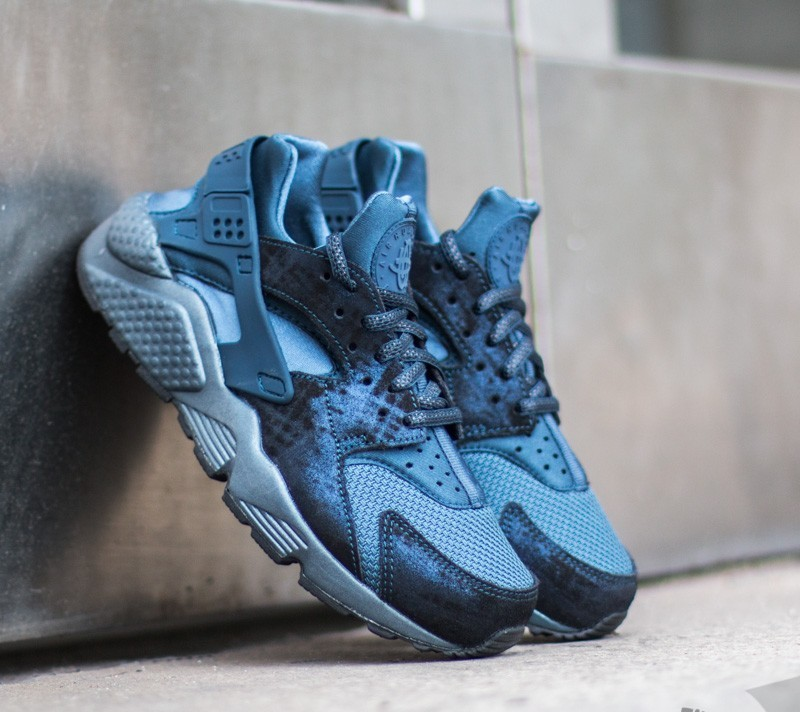 8541511a1bc1 Nike Wmns Air Huarache Run Premium. Metallic Armory Navy  Squadron Blue- Black