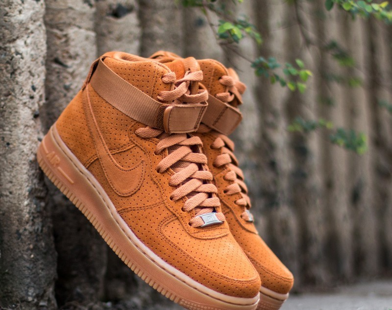 outlet store 85819 a253b Nike Wmns Air Force 1 HI Suede Tawny  Tawny