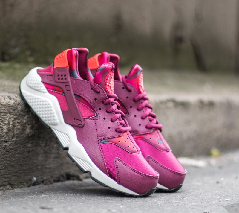 0cd6603019911 Nike Wmns Air Huarache Run Print Deep Garnet  Bright Crimson ...