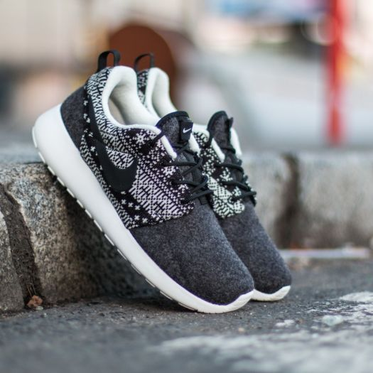 detailed look f7bee 54d64 Nike WMNS Roshe One Winter Sweater Black/ Black-Sail ...