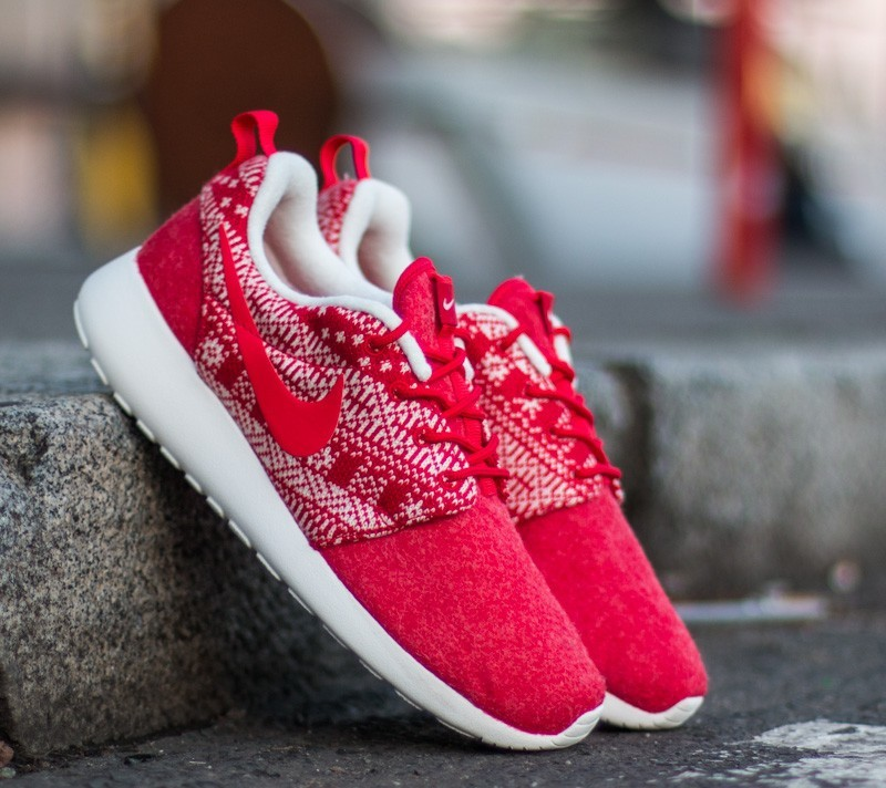 b25137e8a3ce1 Nike WMNS Roshe One Winter Sweater University Red  University Red-Sail