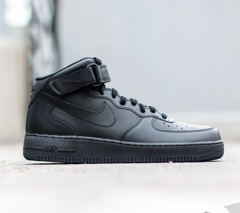 super popular 22ff9 db7d2 Nike Wmns Air Force 1 Mid ´07 LE Black  Black a muy buen precio
