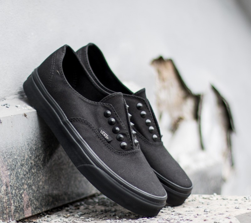 8172cbf11a38 Vans Authentic Gore Studs Black  Black