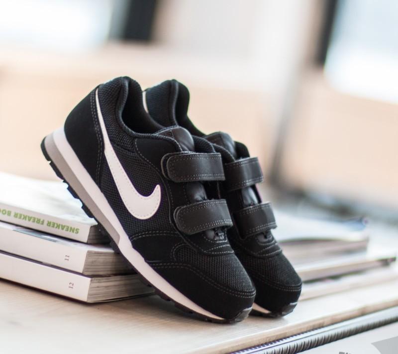 070d98ccacf0c Nike MD Runner 2 (PSV) Black  White- Wolf Grey