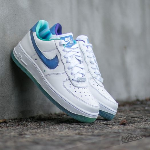 nike wmns air force 1 07 lv8