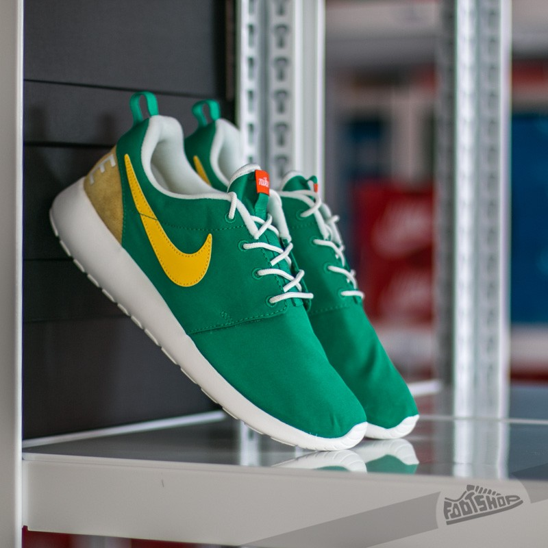 official photos 52523 48a4e Nike Roshe One Retro