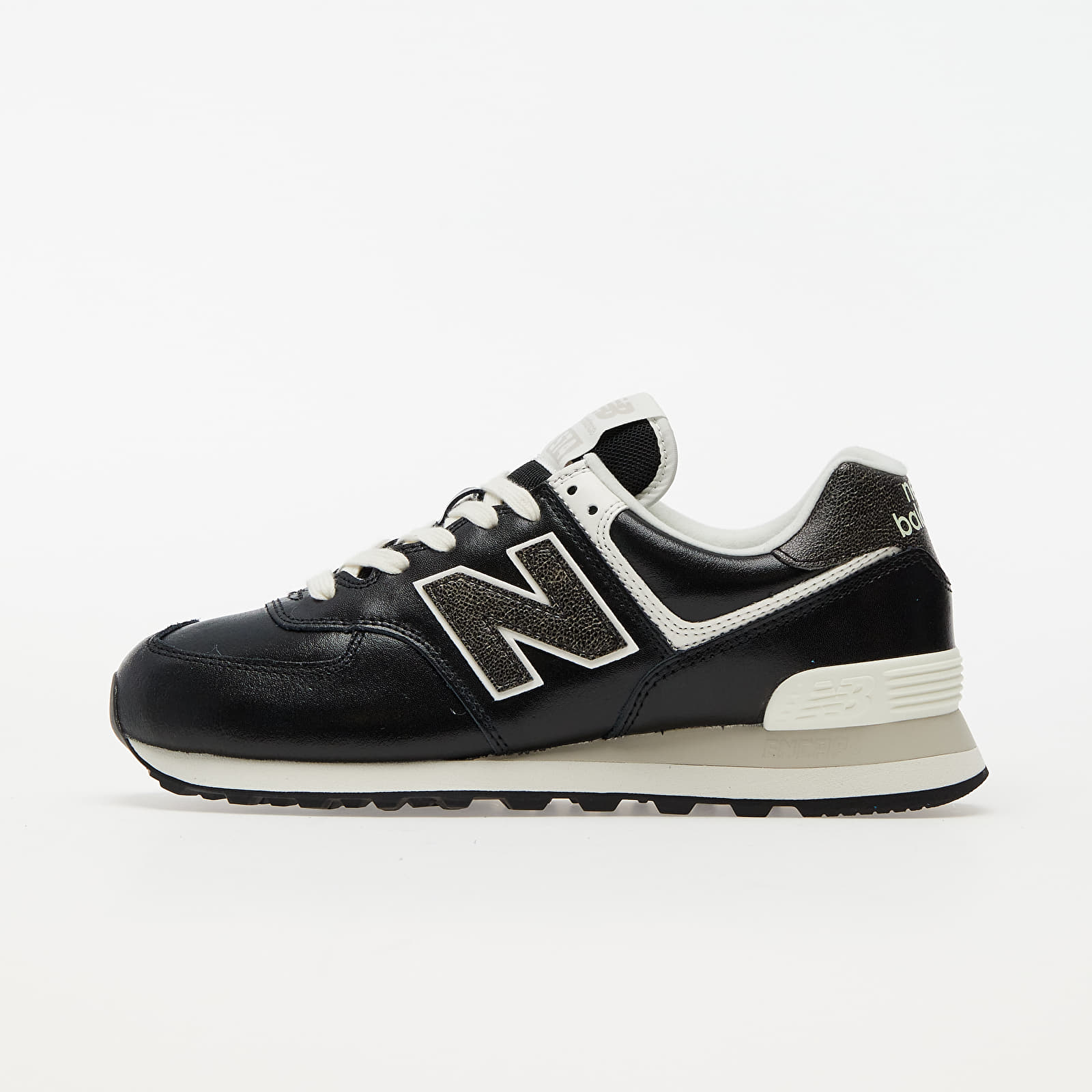 New Balance 574 Black/ White EUR 36.5