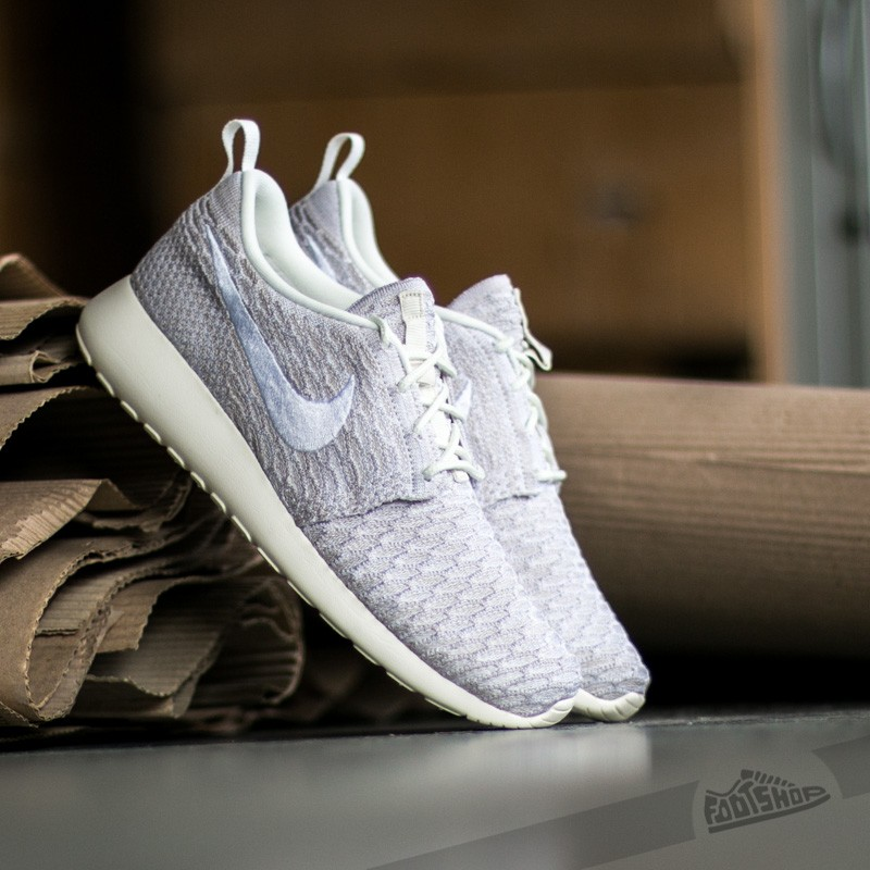 sports shoes f7fbc eb4f9 Nike Wmns Roshe One Flyknit Sail  White String