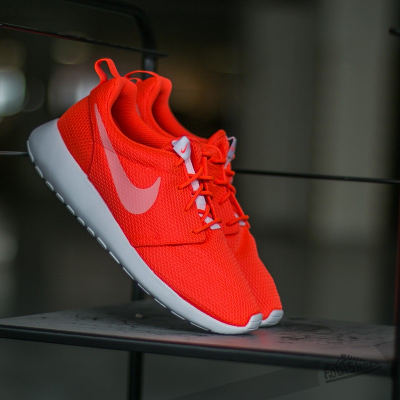 on sale 84524 9a0db Nike Wmns Roshe One Total Crimson  White