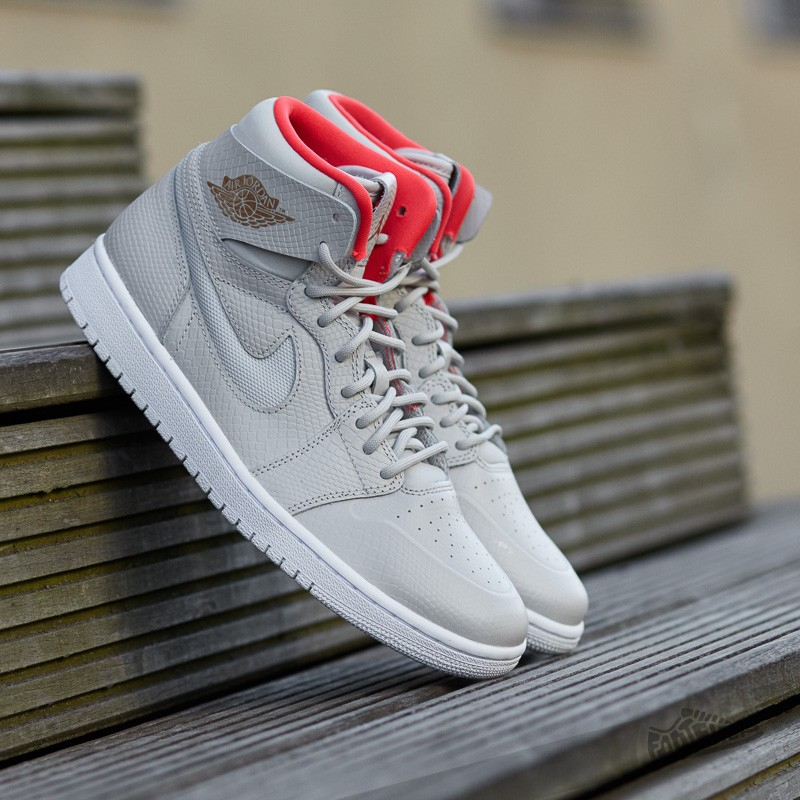 online retailer 6512b adc36 Air Jordan 1 Retro High Nouveau Light Bone  Metalic Cappuccino-White-Infra
