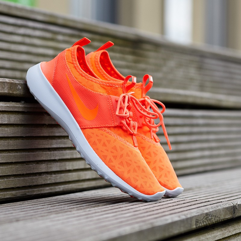 1ab4589e69bb7 Nike Wmns Juvenate Total Crimson  Total Crimson-White